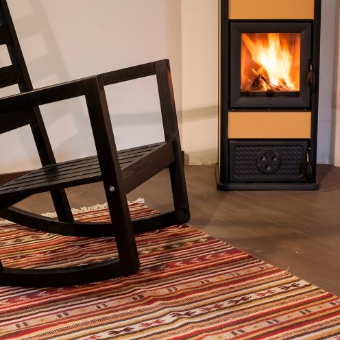 Pavimento in legno realizzato con tavole di abete massello.