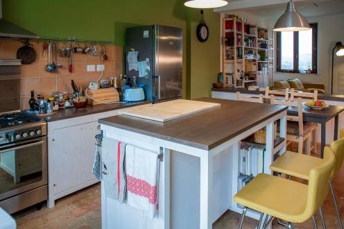 Spaziosa isola per elaborare le vostre cucine.