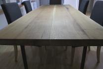 Piano in legno di rovere massello. Misure: 270x95x5 cm.