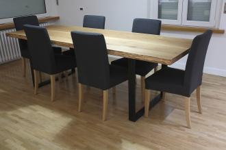 Tavolo in legno di rovere massello e ferro.