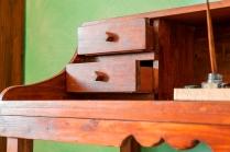 Cassetti con guide in legno.