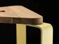 Candischi | Sgabello con seduta in legno di rovere e gambe in lamiera di acciaio.