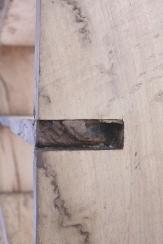 Libreria a scaffale in legno di quercia. Misure: 120x17, h 140 cm.