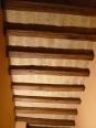 Soffitto balcone. Restauro delle travi, pulitura mattoni e chiusura fughe.