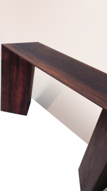 Base in legno di noce. Misure: 40x110x72 cm.