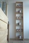 Scaffale in legno massello di frassino.